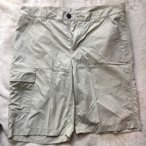 Men's Columbia Khaki Cargo Shorts Size 34x11
